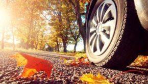 автомобиль осенью