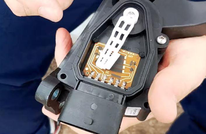 внутренности электронной педали