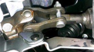 стук рулевого карданчика