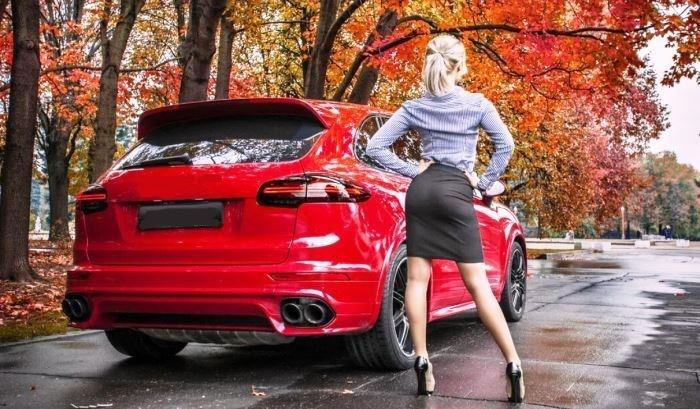 машина осенью
