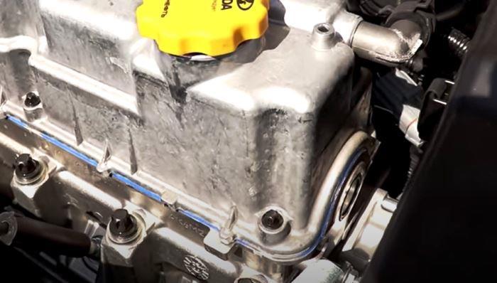 маленькая заглушка на двигателе 11182